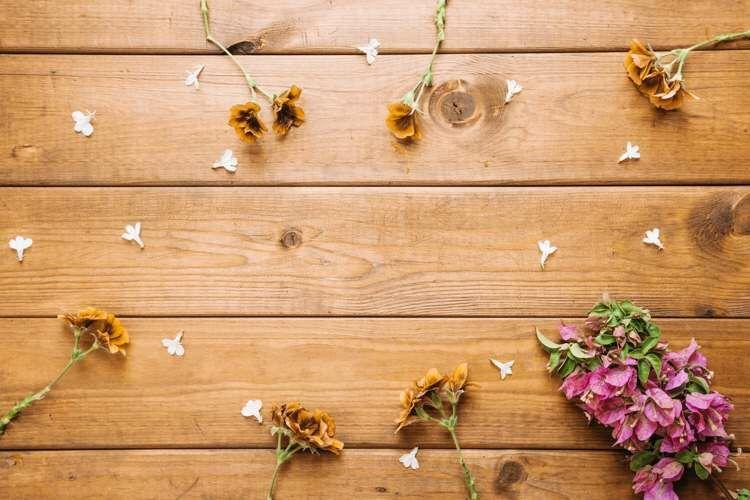 Virágok az asztalon